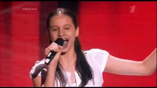 Armenian girl with amazing voice! The song Plava Laguna sang in  Fifth Element  Opera live!