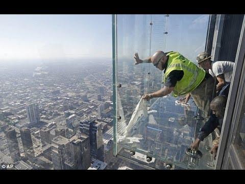 LiveLeak.com - Skydeck Glass Cracks at Willis Tower - YouTube