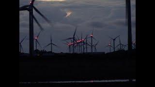 Windräder bei Dämmerung in den Reußenkögen  9/2017