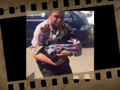 Polisi ini selamatkan bayi Pemudik yang...