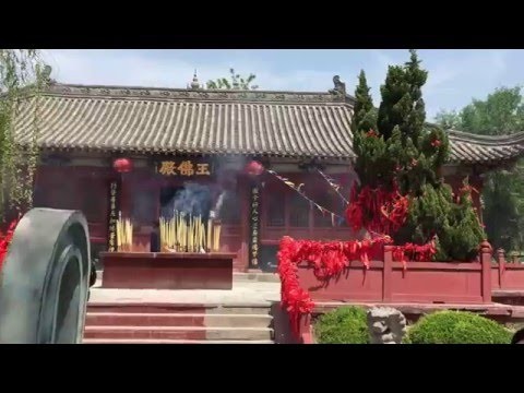 Buddhist temple near the Iron Pagoda Park, Kaifeng (China)