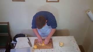Начос с сырным соусом и беконной крошкой