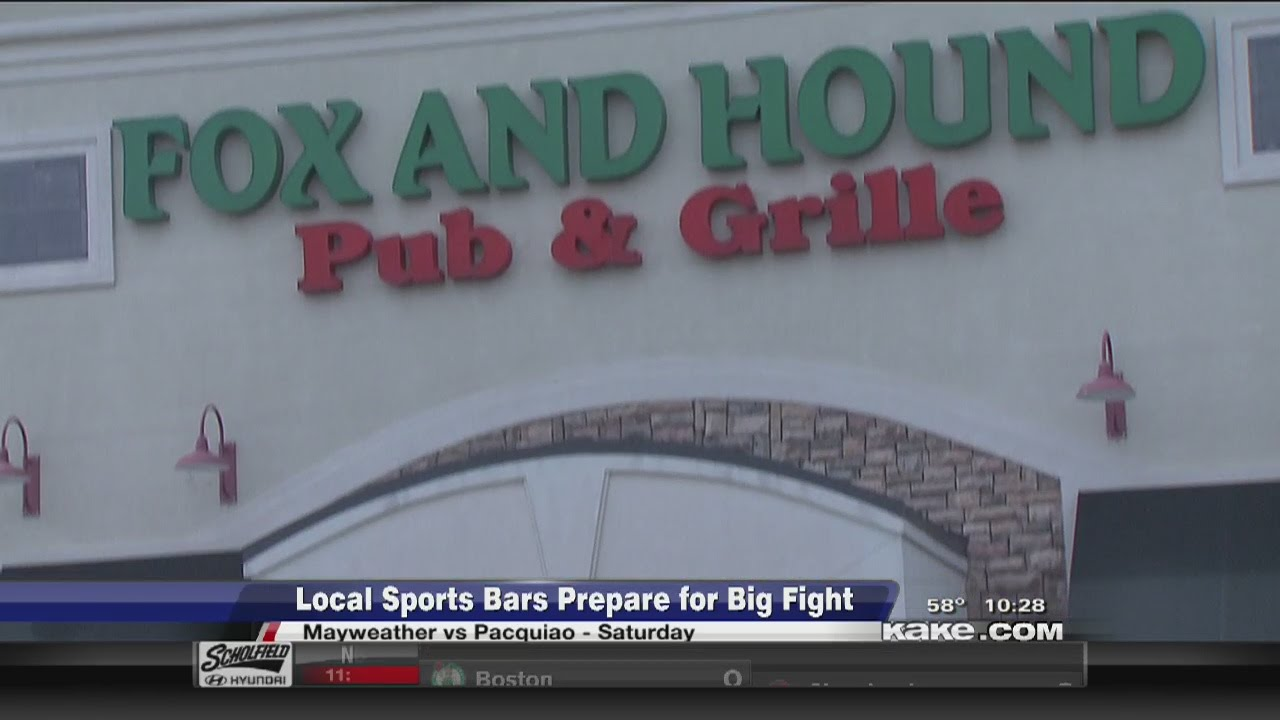 Wichita diners crowd into Hooters on Sunday for its last night in business