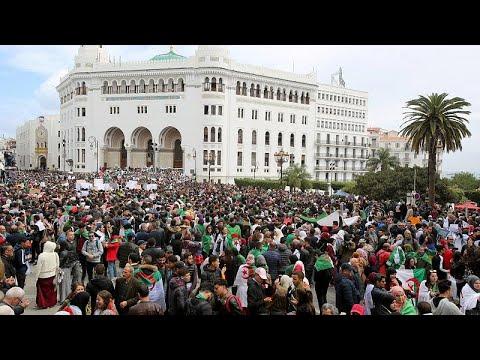 آلاف الجزائريين يتظاهرون ومطالبة بعدم تدخل الجيش في الأزمة السياسية…  - 22:53-2019 / 3 / 19