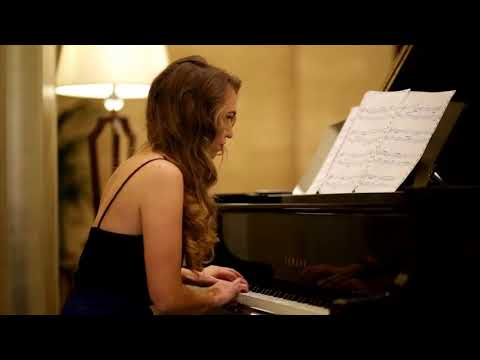 Super Lobby Pianist - Dubai Music Booking Service - Dubai Talent Agency