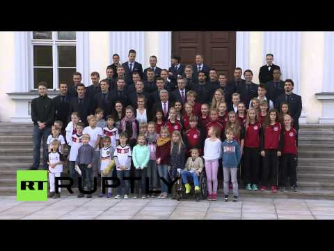 Germany: National football team receives Germany's highest sporting honour