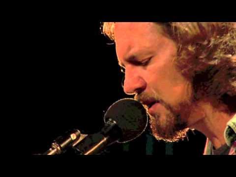 Eddie Vedder - Blackbird (Water on the Road DVD)