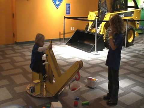 Sophie_and_Olivia_at_Iowa_Science_Center.mpg