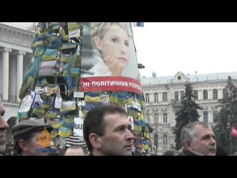 Protesters turn to mourning in Kiev