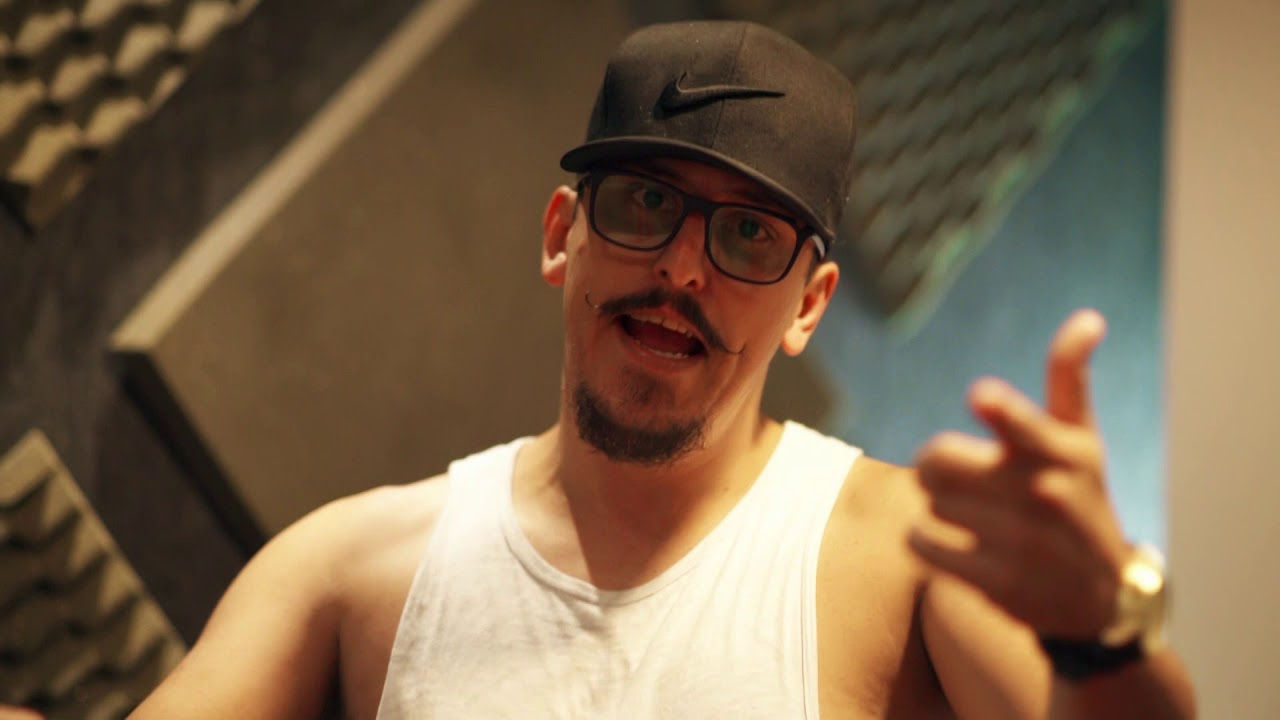 Mc Mustafa - Novinha Saliente [Web-Clipe Oficial] Prod. DJ Rhuivo.