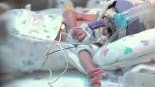 Ребенок родился на 3,5 месяца раньше. Отец снял видео о первом его годе(Ребенок родился на 3,5 месяца раньше. Отец снял видео о первом его годе., 2015-01-19T15:57:45.000Z)