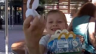 Дина в McDonald's.Игрушки Тайная жизнь домашних животных!!!