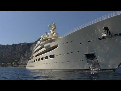 le plus grand yacht du monde vogue sur la c te d azur. Black Bedroom Furniture Sets. Home Design Ideas