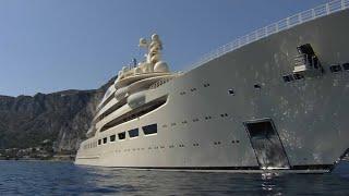 Le plus grand yacht du monde vogue sur la Côte d'Azur