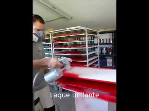 Video laque rouge par ateliercbl youtube for Laquer un meuble en mdf