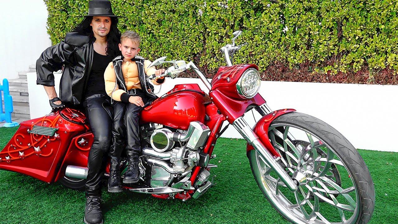 व्लाद अपने डैड की तरह एक कूल बाइक चाहता है