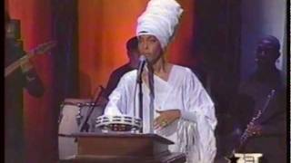 Erykah Badu - Bag Lady & Penitentiary Philosophy (Live) w/ band 2001