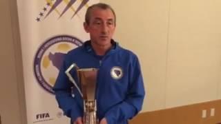 Mehmed Baždarević sa trofejom Kirin Cup 2016