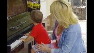 Открытие уличного пианино в Херсоне. 01.06.2015