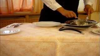Come sfilettare il pesce davanti al tavolo del cliente by ema96