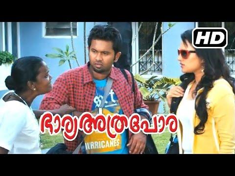 Bharya Athra Pora Malayalam Movie   Scenes   Aju Varghese and Friends in Jayaram's Home   Gopika