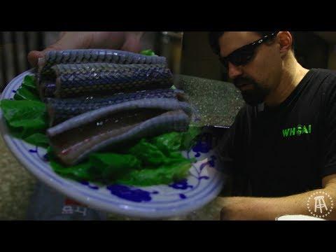 Whoa That's Weird: Snake Hotpot