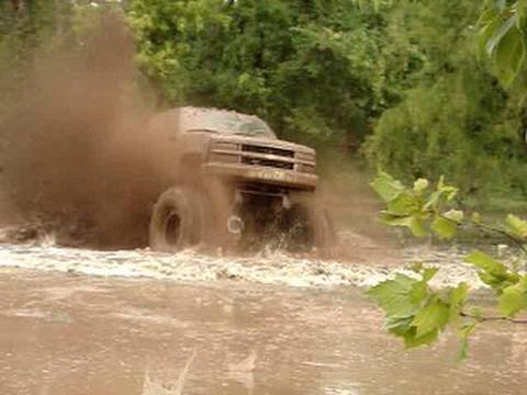 EPIC HUGE CHEVY 4X4 MUD TRUCK BLASTING THROUGH SLOUGH at ...