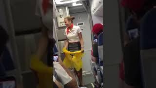 Baixar Brasileiros na Rússia, Copa do Mundo 2018: O avião, a aeromoça russa e os brasileiros