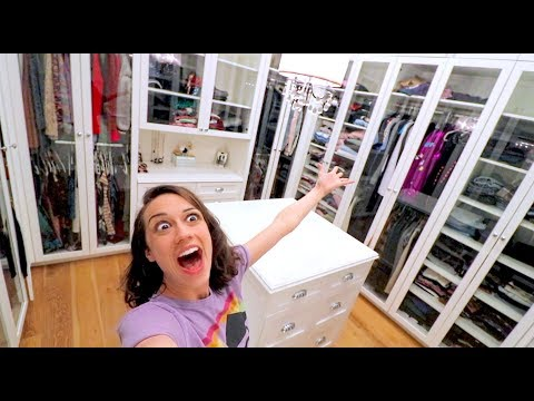 CLEANING MY HUGE CLOSET FOR THE FIRST TIME!