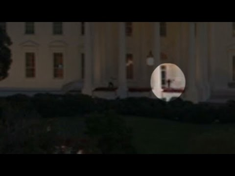 Man barges in White House within seconds