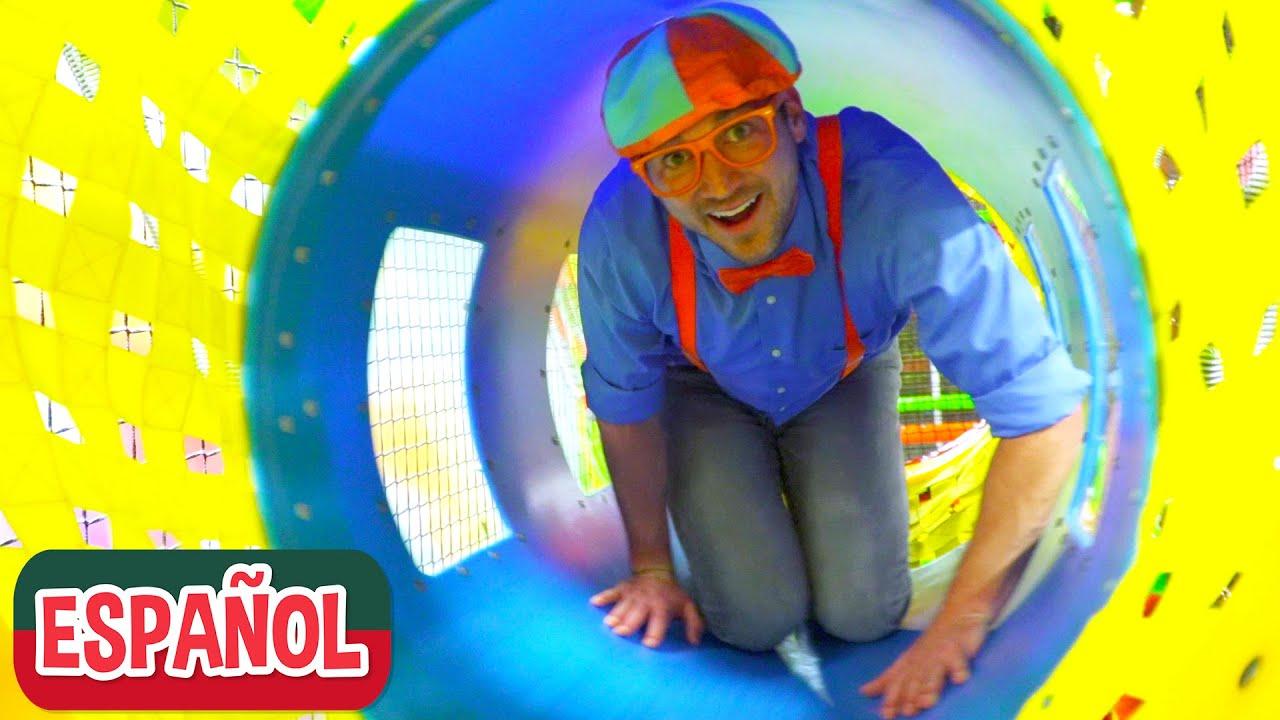 Blippi Español visita un patio de juegos cubierto Parte 2 |Nuevo Video! Videos Educativos para Niños