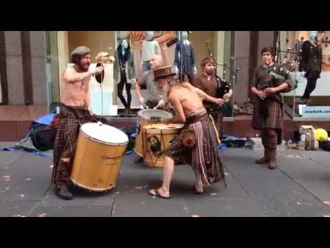 Awesome Scottish street music - Clanadonia