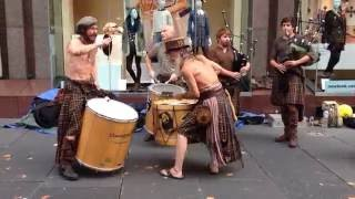 Awesome Scottish street music - Clanadonia