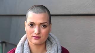 OUTFITS CON BURDEOS | BÁSICOS EN EL ARMARIO (bald woman)