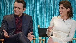 look out lizzy michael sheen lizzy caplan talk drama coming in masters of sex season 2