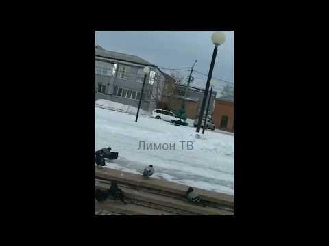 Катаются на крыше авто в центре Канска