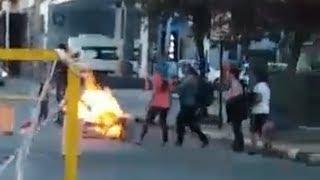 Video: INDIGNANTE!. MAPUCHES QUEMARON BANDERA ARGENTINA