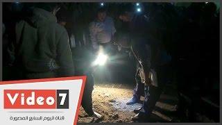 رجال المفرقعات والأدلة الجنائية يرفعون آثار انفجار فيصل
