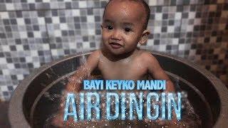 vuclip Reaksi bayi keyko 1 tahun 3 bulan mandi air dingin /The reaction of baby showered cold water