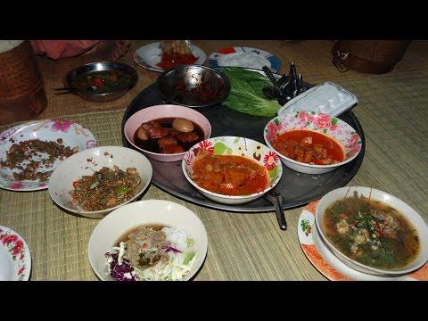 แกงปลาดุกใส่ผักขม ตำหมากหวาย ข้าวปุ้นถุงละ10บาท และอาหารตลาด