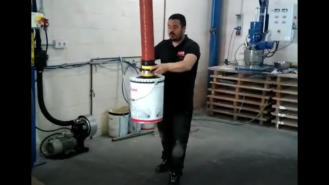 Elevador por vacío para manipular latas de pintura
