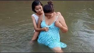 Download Video Amazing Fishing - wanita Sexy Menangkap Ikan MP3 3GP MP4