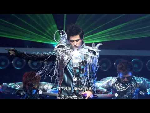 周杰倫超時代演唱會(HD) OPENING+龍戰騎士+跨時代+蛇舞(with梁心頤 Lara)