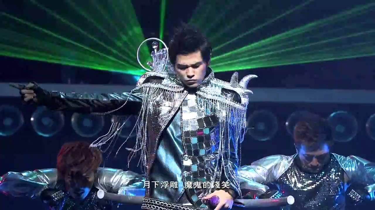 周杰倫超時代演唱會(HD) OPENING+龍戰騎士+跨時代+蛇舞(with梁心頤 Lara) - YouTube