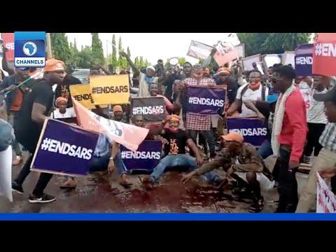 Nigerians Take #EndSARS Protest To Police Headquarters, Abuja