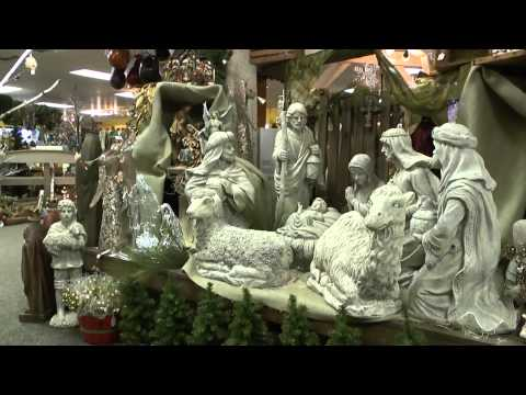 THE COUNTRY CUPBOARD CHRISTMAS SHOP IN LEWISBURG PENNSLVANIA USA