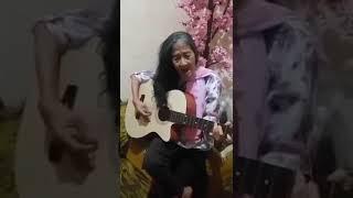 Nenek main gitar