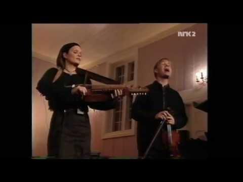 Bukkene Bruse - Et barn er født i Betlehem , Live fra Spillerom NRK ,2000 , 720p
