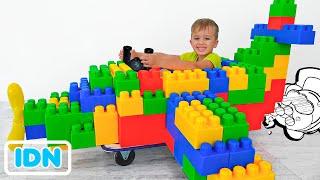 Vlad dan Niki naik di pesawat mainan & bermain dengan mainan