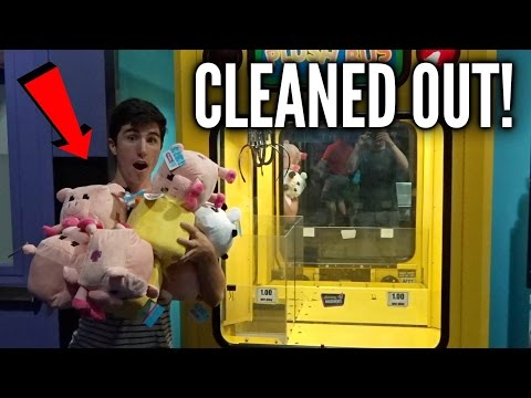 CLEANING OUT AN ENTIRE CLAW MACHINE!
